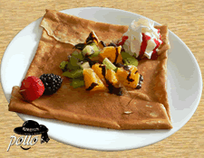 Crêpe cocktail de fruits accompagnée de chantilly & chocolat